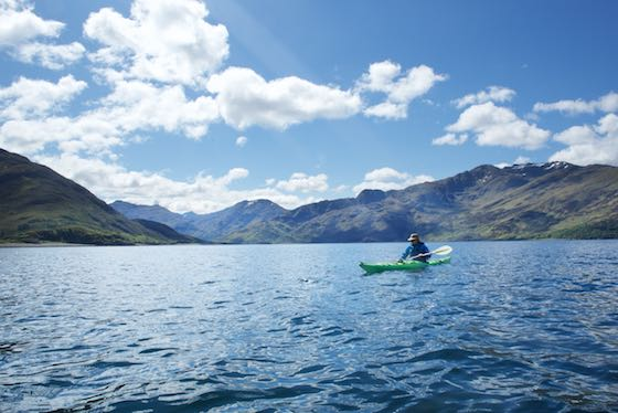film-sea-kayaking-in-the-west-coast-